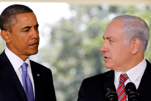 US President Obama listens as Israeli PM Netanyahu delivers a statement in Washington