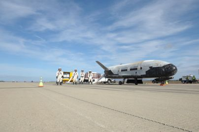 x37b-space-plane-landing-runway-2-oct17-2014