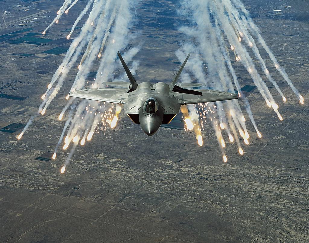 air_f-22_flares_chemring_lg