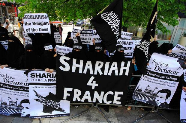 20151116_shariainfranceparismuslims.jpg