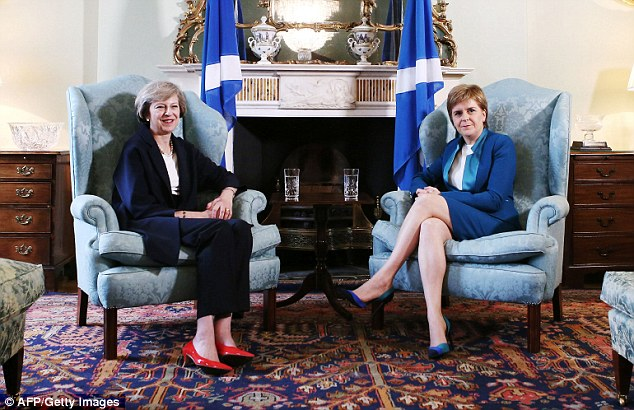 364F377100000578-0-Prime_Minister_Theresa_May_meets_with_Scotland_s_First_Minister_-a-5_1468761232761