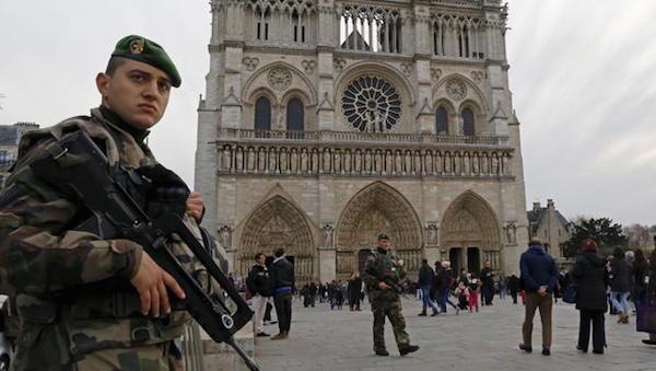 FranceNotreDameCathedralArmedSecurity.jpg